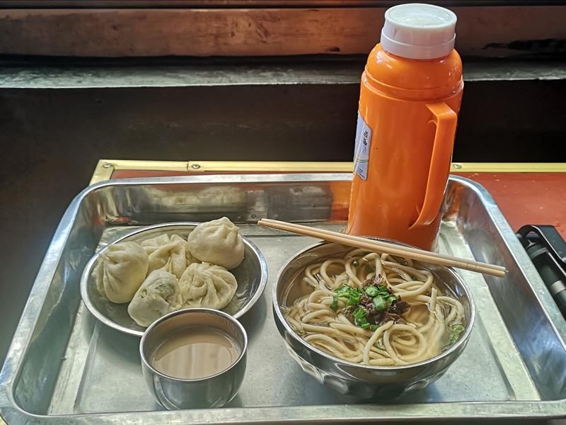 仓姑寺茶馆的藏面、甜茶和包子