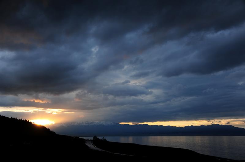 赛里木湖一场雨