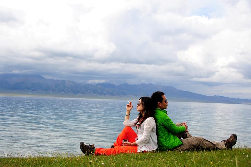 赛里木湖玩耍