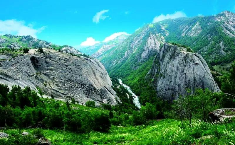 额尔齐斯大峡谷