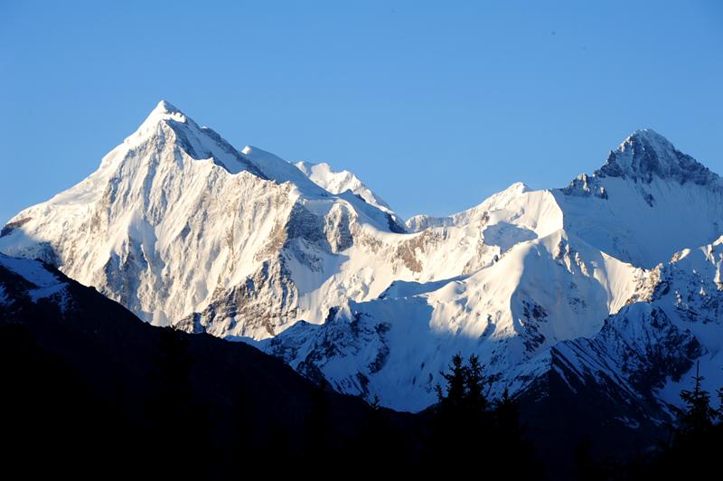 夏塔木扎尔特雪山