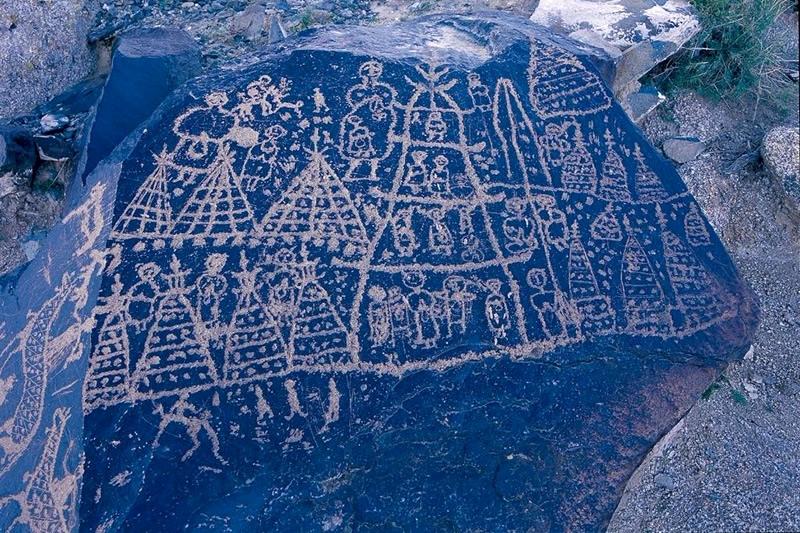曼德拉山岩画景区